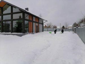 уборка и вывоз снега в подмосковном коттедже
